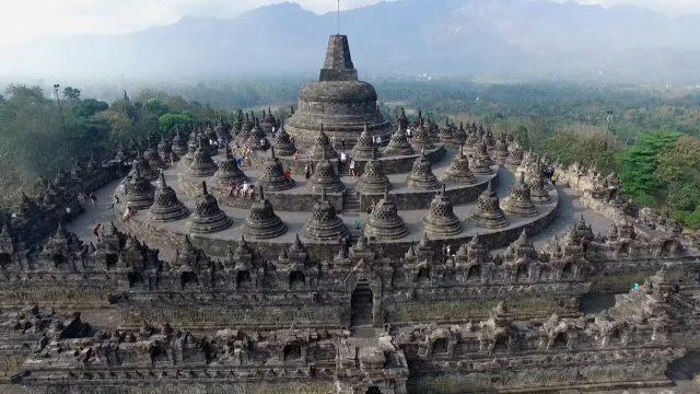 Perbedaan Langgam Candi Jawa Tengah dan Jawa Timur